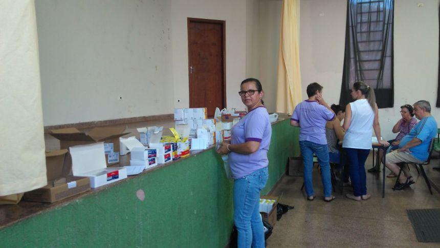 Integrantes do Programa Hiperdia recebem medicamentos
