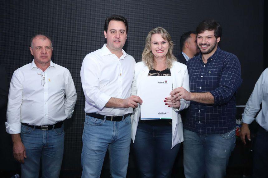 Prefeita Márcia Dall′Ago assina convênio para aquisição de tubos