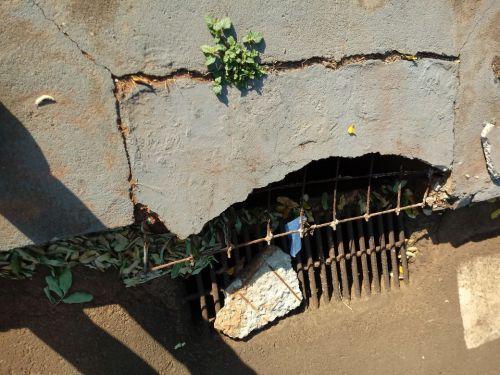 Limpeza da rede de esgoto e bueiros