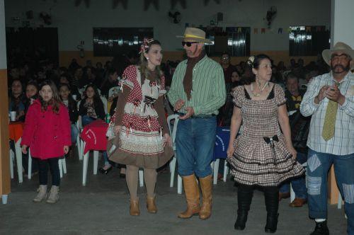 Grupo da Terceira Idade apresenta dança de quadrilha na Festa de Santo Antonio