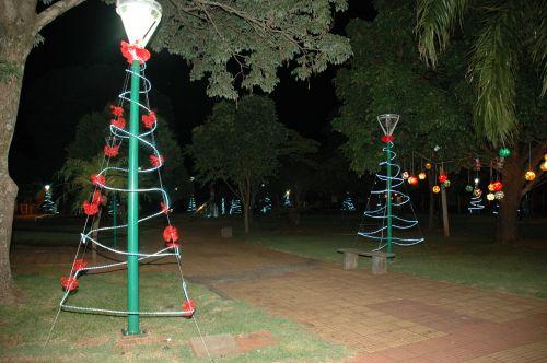 Praça Silvério Ângelo Dall′Ago ganha enfeites e iluminação de Natal