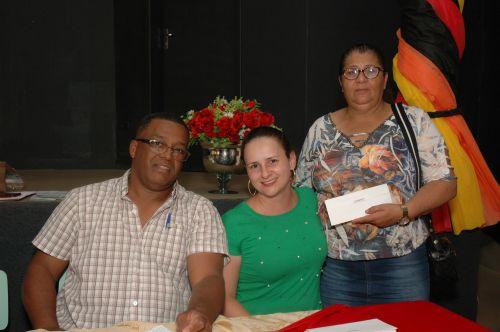 Prefeitura de Flórida entrega cartão alimentação aos funcionários públicos