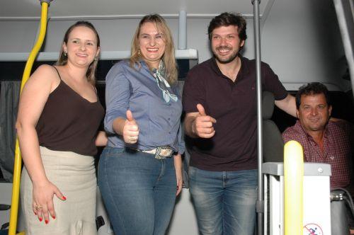 Flórida inaugura CRAS e recebe ônibus adaptado