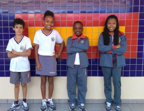 Alunos da Escola Duque de Caxias recebem uniformes de verão e inverno