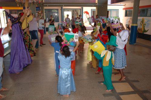 CMEI e Escola Municipal Duque de Caxias comemoram o Dia do Livro Infantil