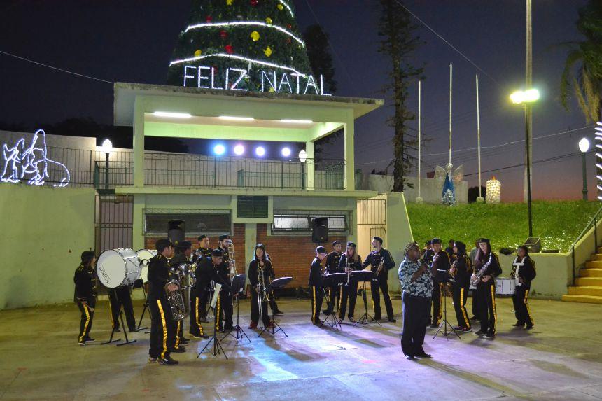 MUITA ALEGRIA E EMOÇÃO NA CHEGADA DO PAPAI NOEL