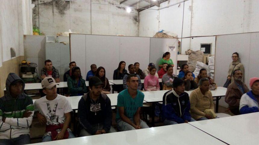 CATADORES VISITAM COOPERATIVA DE MATERIAIS RECICLÁVEIS
