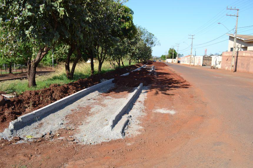 Construção de Pista de Caminhada