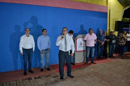 NOVA QUADRA POLIESPORTIVA PARA A ESCOLA E MAIS CINCO NOVOS VEÍCULOS À FROTA MUNICIPAL