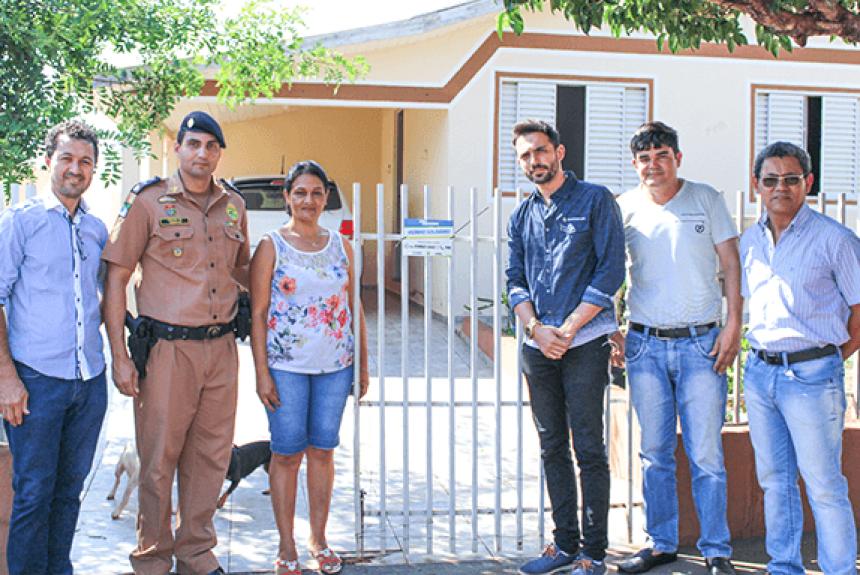 """Câmara e Polícia Militar Iniciam distribuição das plaquinhas do """"Vizinho Solidário"""""""