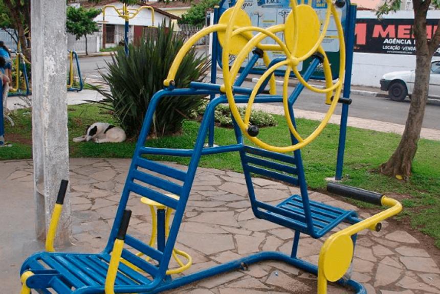 Vereador cobra informações sobre academias da terceira idade que estão estocadas no Parque do Povo