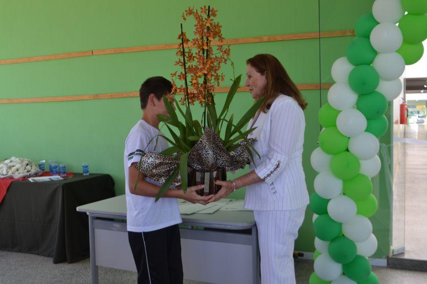 Bárbara de Barros, esposa de Jacob Brenner de Barros é homenageada pelos alunos