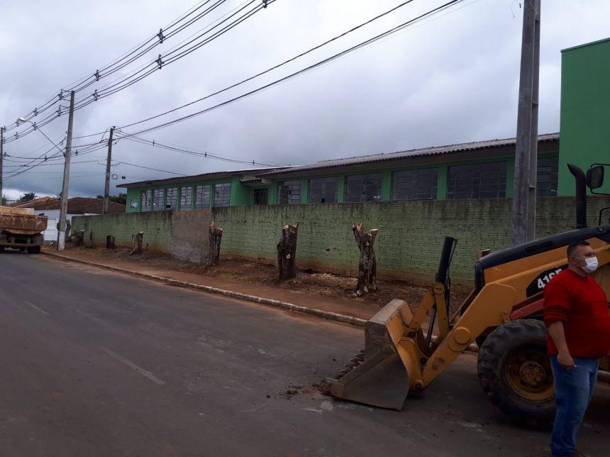 Reformas na Escola Municipal Tancredo de Almeida Neves