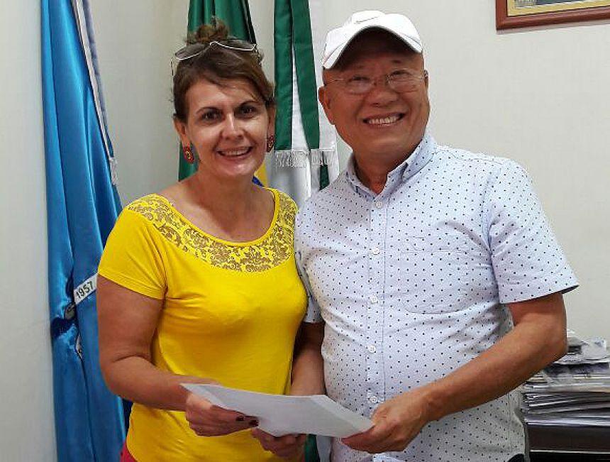 Vereadora Selma Pereira de Lima e o Prefeito Hiroshi Kubo