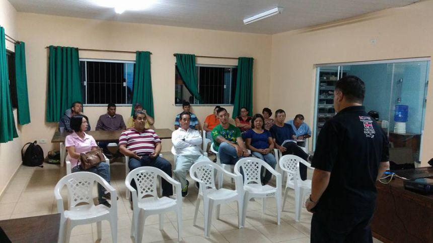 Produtores em reunião para exportação da goiaba de Carlópolis