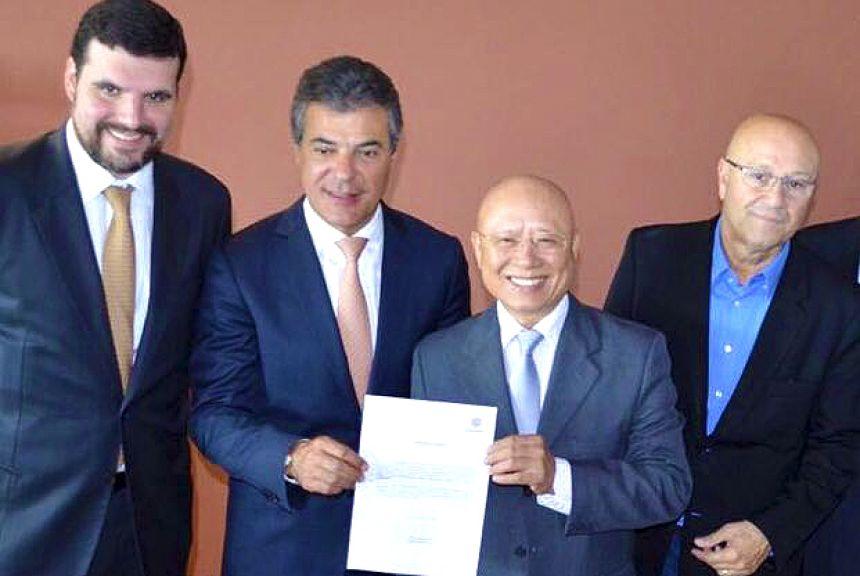 Hiroshi com o Governador e deputados