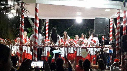 Apresentações de Natal nas praças de Carlópolis