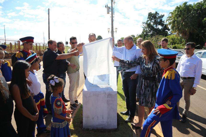 Shows e entrega no  Aniversario de Perobal
