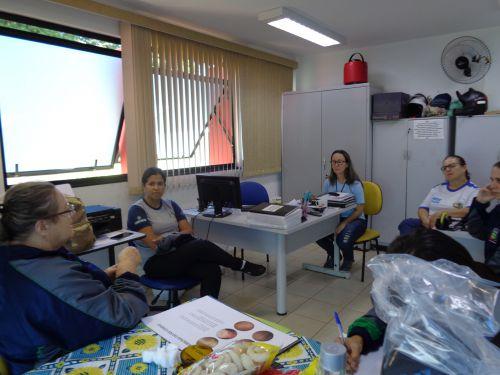 Reunião  sobre HANSENÍASE com agentes Comunitárias de Saúde da Equipe Rural.