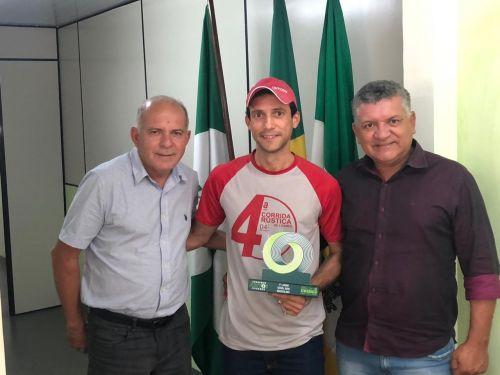 Atleta Pedrinho de Perobal fecha ano 2019 com Chave de Ouro nas Corridas.
