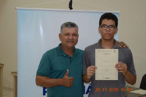 Perobal realiza entrega de Certificados.