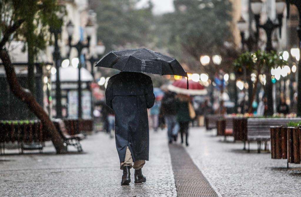 Chuva chega à capital na terça-feira (30); temperaturas mínimas ficam na faixa dos 10ºC.