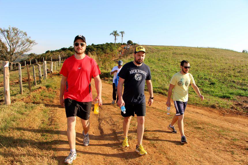 Cerca de 400 pessoas fazem a 1ª Caminhada Internacional na Natureza do Jacutinga