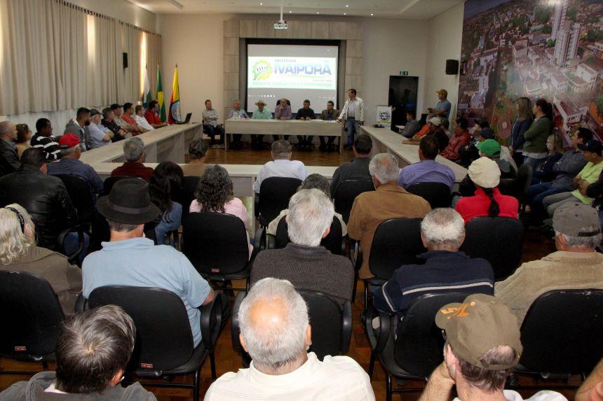 Prefeito Miguel Amaral fala sobre a importância das estradas rurais e condições de trabalho para os produtores