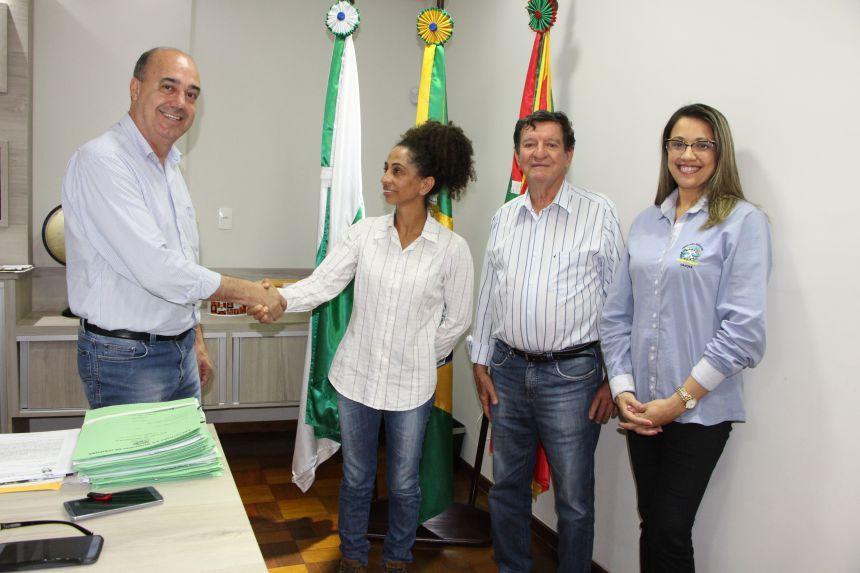 Prefeitura contrata engenheira agrônoma Maria Helena da Cruz para atender pequenos produtores