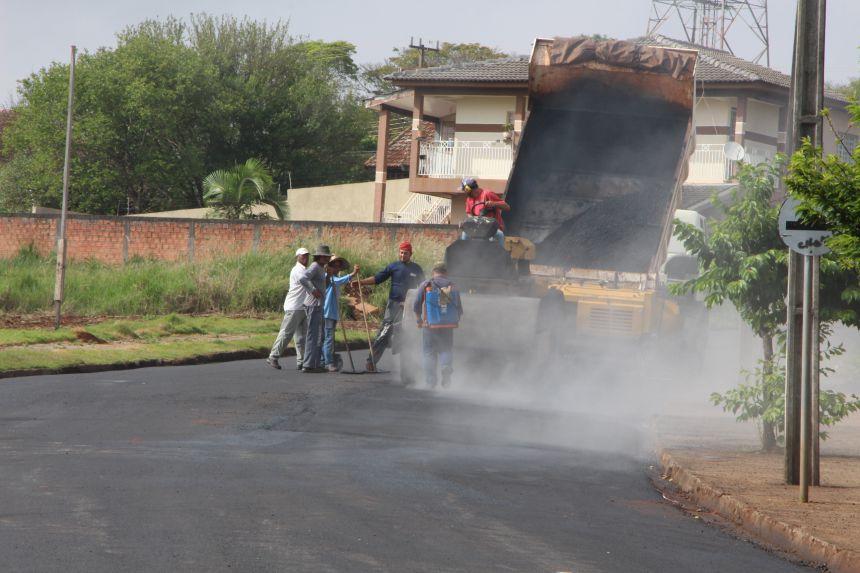 Rua Jaguapitã recebe melhorias com CBUQ