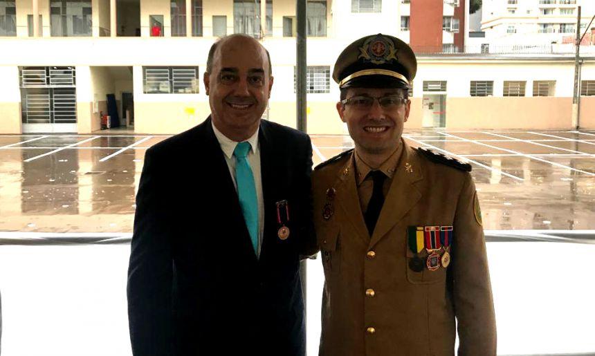 Prefeito de Ivaiporã recebe Medalha de Honra do Corpo de Bombeiros do Paraná