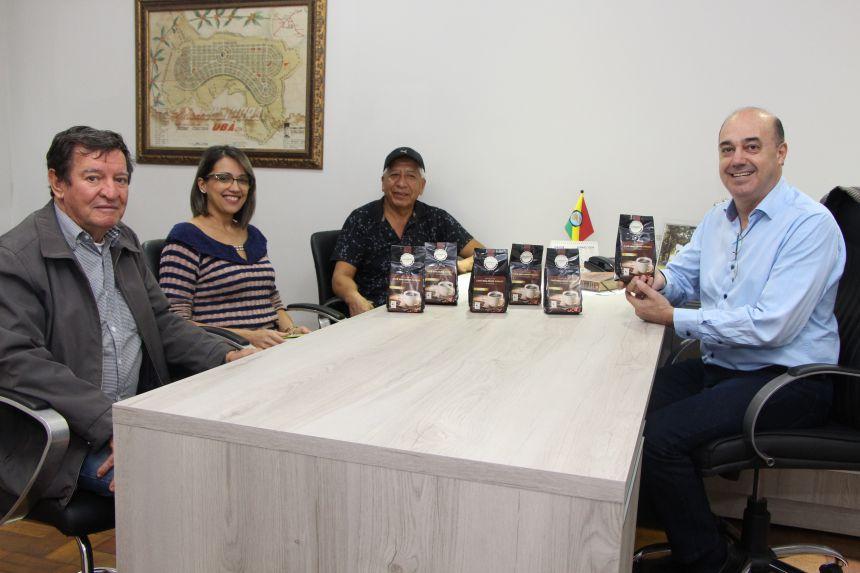 Adir Salla, Rosana Pagé, Pablo Rodriguez e Miguel Amaral comentam a qualidade do café produzido na região