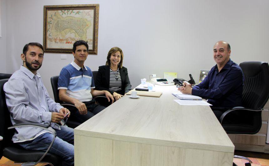 Dando Dorta, Djair Fernandes e Rosália Fernandes são recebidos pelo prefeito Miguel Amaral