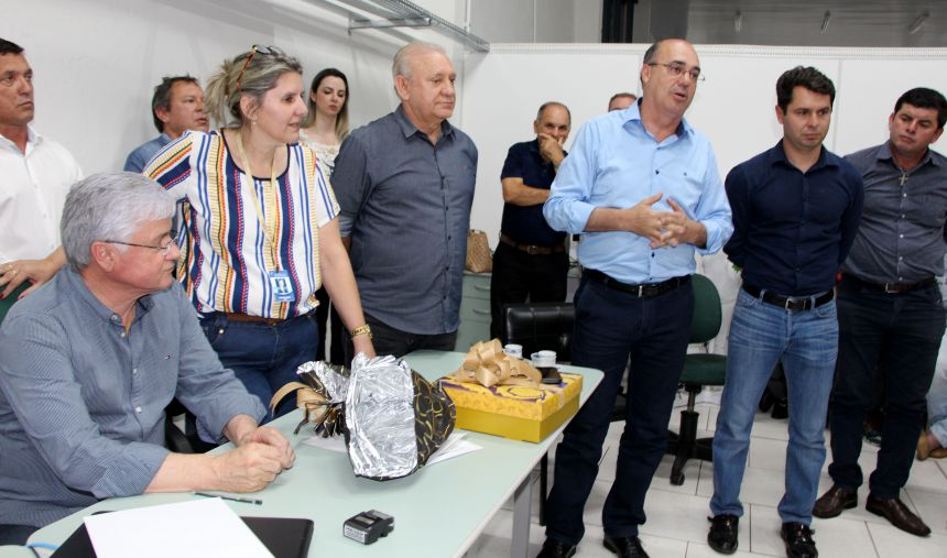 Prefeito Miguel Amaral agradece a Valdir Rossoni, Ademar Traiano e Alexandre Curi pelo apoio dado ao município