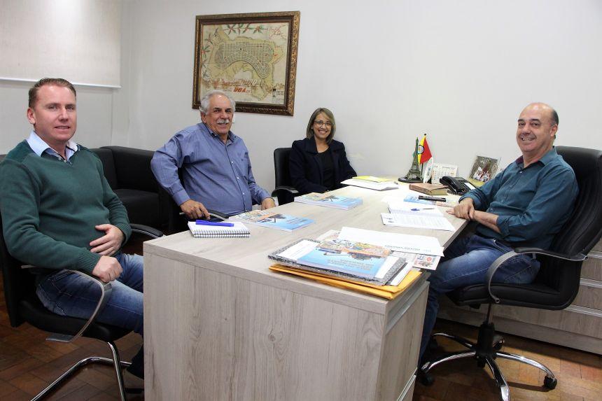 Marcus Wielewski, Mauro Merigue, Rosana Pagé e Miguel Amaral conversam sobre setores da indústria, comércio e produtos