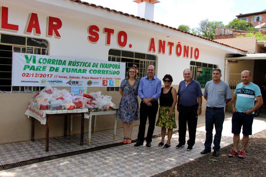 Miguel Amaral e Jayme Sacco entregam alimentos ao Lar Santo Antônio