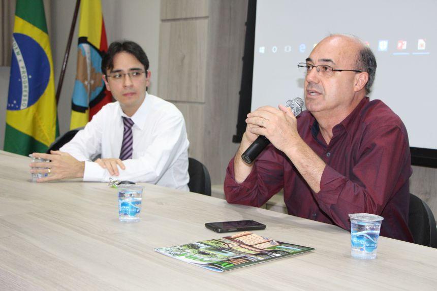 Miguel Amaral apresenta palestrante e cumprimenta p�blico-alvo