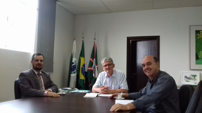 Miguel Amaral visita Secretaria de Estado da Agricultura, onde é recebido por Enerson Antoniolli e Norberto Ortigara