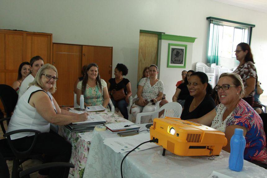 Aulas são distribuídas no Departamento Municipal de Educação