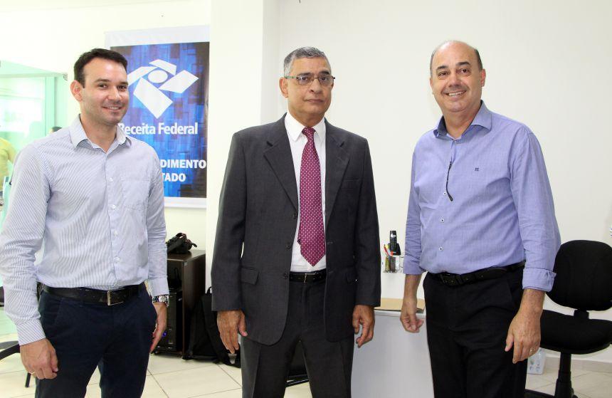 Fernando Neri, Luiz Costa e Miguel Amaral trocam impressões sobre serviços
