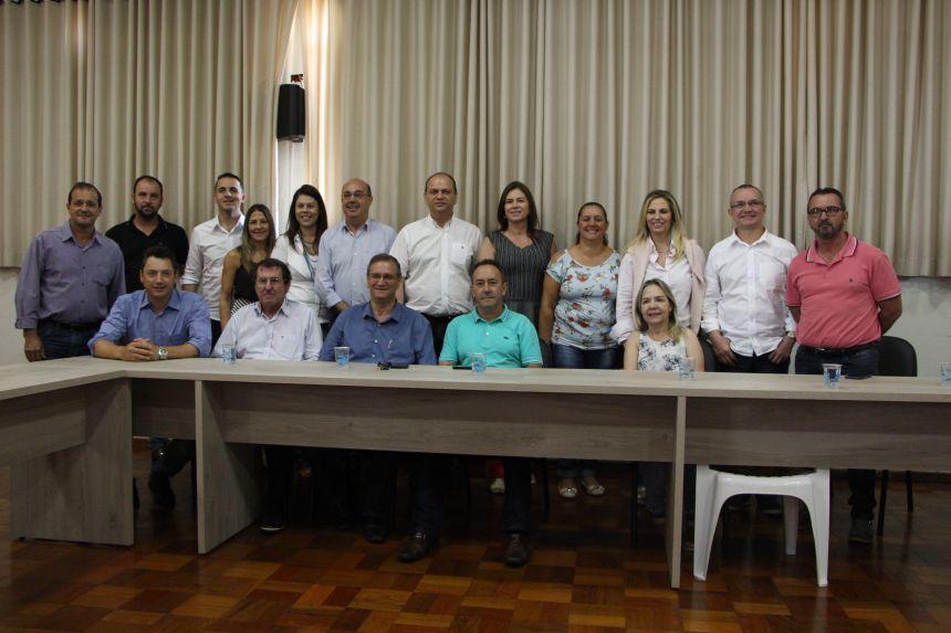 Cida Borghetti e Ricardo Barros ouvem reinvindicações dos prefeitos e diretores municipais de Saúde
