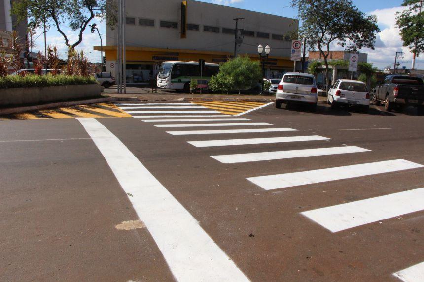 Prefeitura de Ivaiporã executa pintura de faixas nas ruas e avenidas