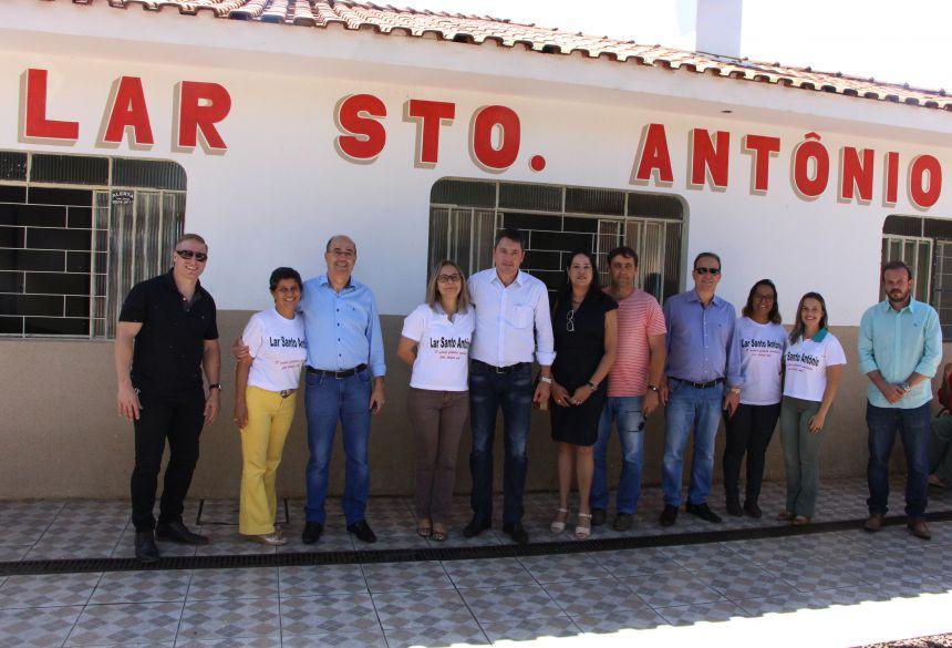 Direção do Lar Santo Antônio recebe visita do prefeito, deputado federal e demais convidados