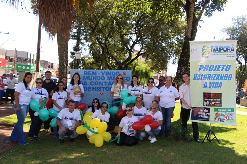 Departamentos de Cultura e Assistência Social desenvolvem atividades na praça