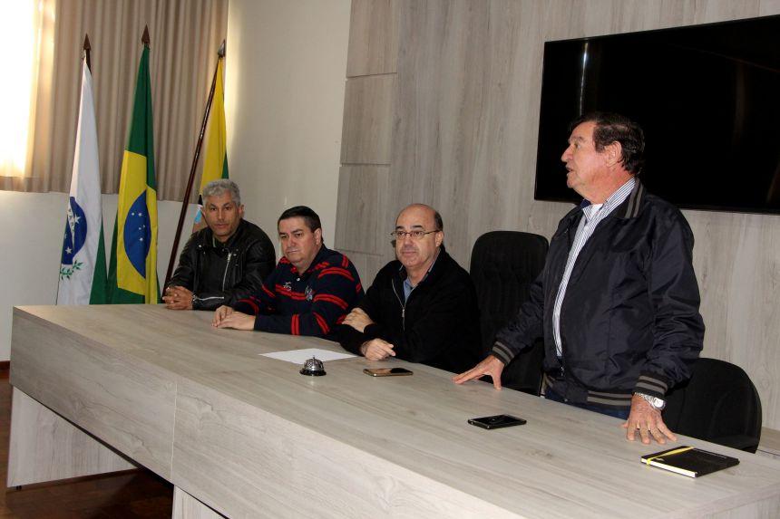 Agricultores de Ivaiporã recebem recursos da Prefeitura referentes ao programa Cultivando Água Limpa