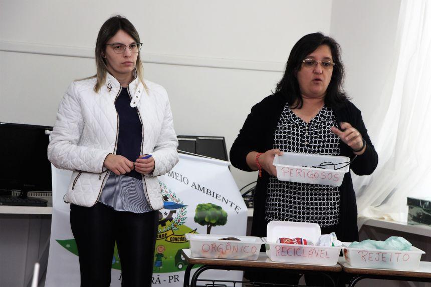 Denise Kusminski e Eliane Bitencourt ministram palestra na Escola Municipal Ivaiporã