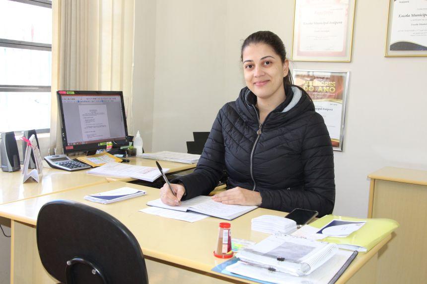 Diretora da Escola Municipal Ivaiporã, Patrícia do Prado