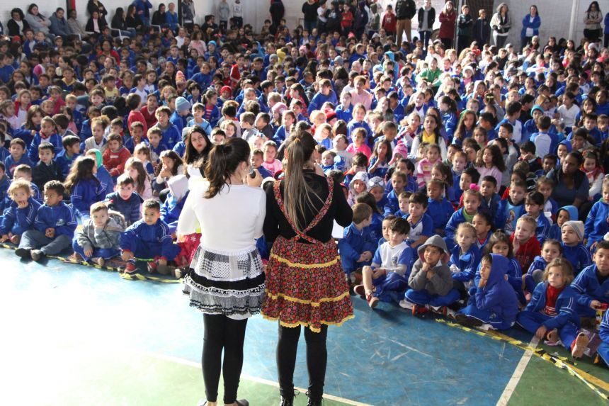 """Prefeitura de Ivaiporã dá continuidade ao projeto  """"Leitura: viajando pelo saber"""""""