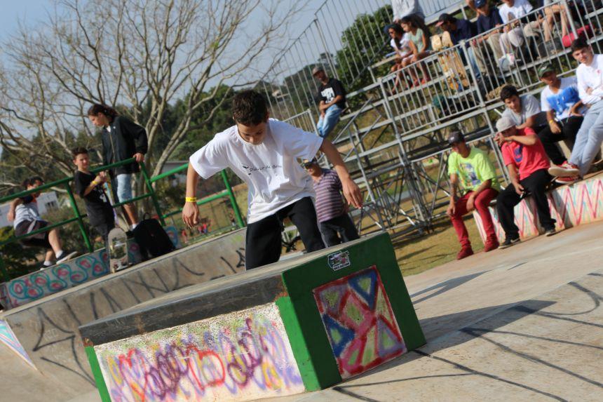 Prefeito Miguel Amaral dá boas-vindas aos membros da Federação de Skate do Paraná e atletas