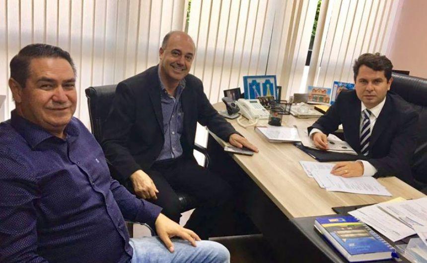 Alaércio Búfalo e Miguel Amaral conversam sobre desenvolvimento de Ivaiporã com Alexandre Curi